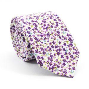 Fialová kravata kvetovaná