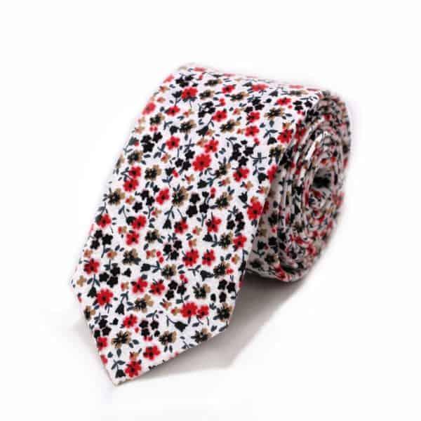 Biela kravata s červenými ružami