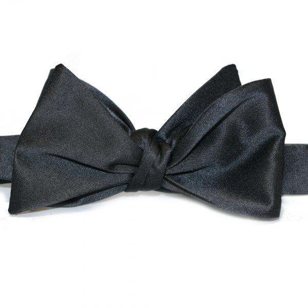 Čierny pánsky motýlik Silk