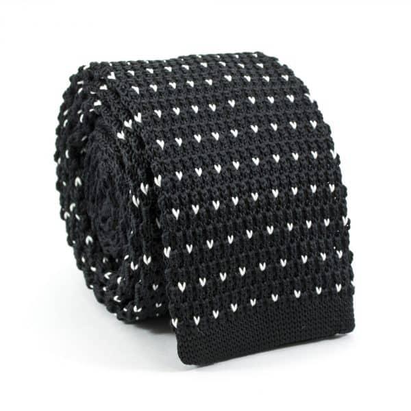 Čierna bodkovaná kravata pletená