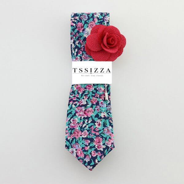 Farebná kvetovaná kravata s ružovou ozdobou do klopy