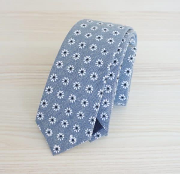 Šedá bavlnená kravata s kvetmi