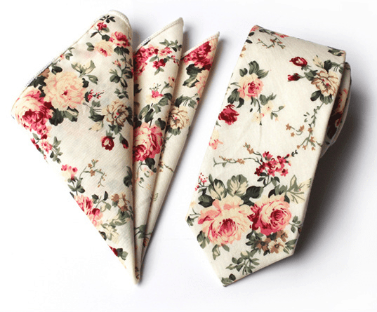 Maslová bavlnená kravata s výraznými kvetmi a vreckovkou
