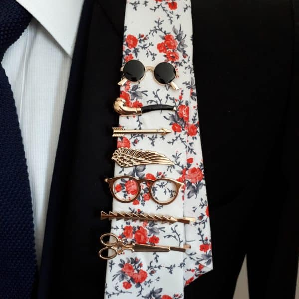 Čierna spona na kravatu Krídlo