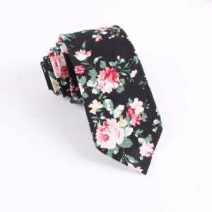 Čierna kravata kvetovaná